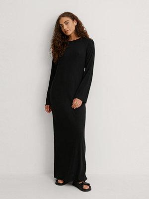 NA-KD Ribbad Maxiklänning svart