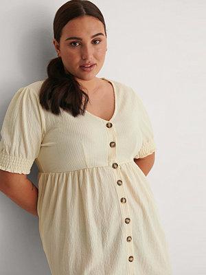 NA-KD Recycled Jerseyklänning Med Knäppning beige