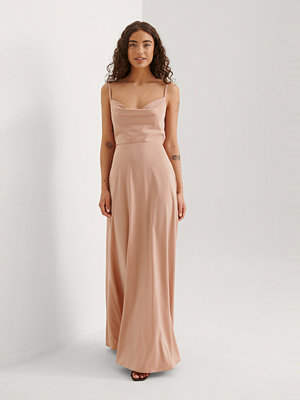 Curated Styles Maxiklänning rosa