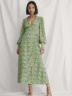 Curated Styles Omlottklänning Med Blomstertryck Och Ballongärm grön