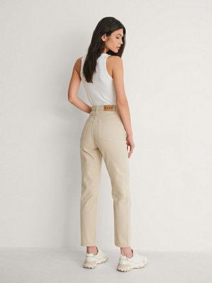 NA-KD Trend Ekologiska Raka Jeans Med Hög Midja beige