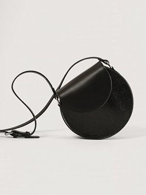 NA-KD Accessories Crossbodyväska svart axelväska