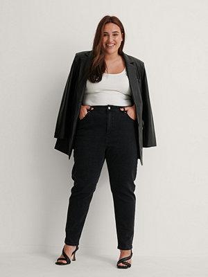 NA-KD Ekologiska Mom-jeans svart