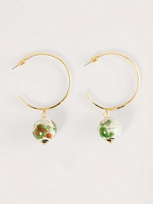 NA-KD Accessories smycke Pärla Hoops-örhängen guld