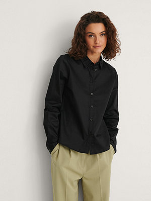 NA-KD Classic Ekologisk Skjorta svart