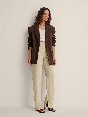NA-KD Trend Ekologiska Jeans Med Slits I Sidan beige