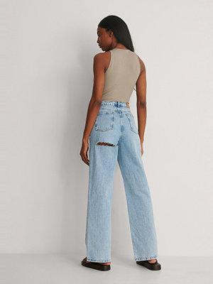 Jeans - NA-KD Trend Vida Jeans Med Hög Midja Och Slits Bak På Benen blå