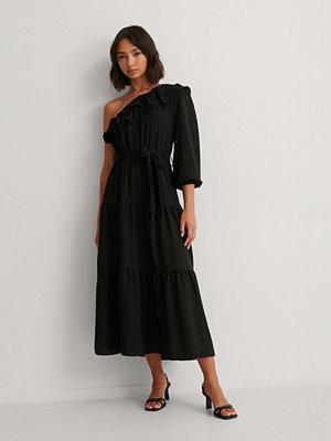 Trendyol Midiklänning Med En Ärm svart