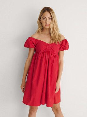 NA-KD Trend Ekologisk Miniklänning Off-shoulder röd