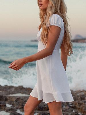 Pamela x NA-KD Reborn Recycled Miniklänning vit