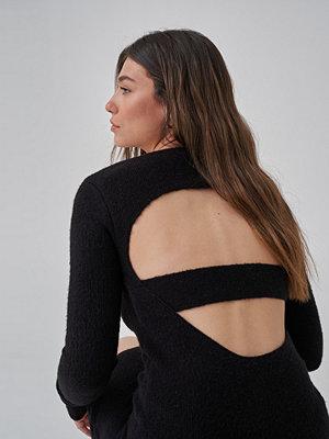 Josefine HJ x NA-KD Cut Out Stickad Miniklänning svart