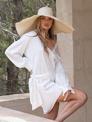 Curated Styles I Satin Skjortklänning Med Knut FramRecycled Skjortklänning Med Knut Fram vit