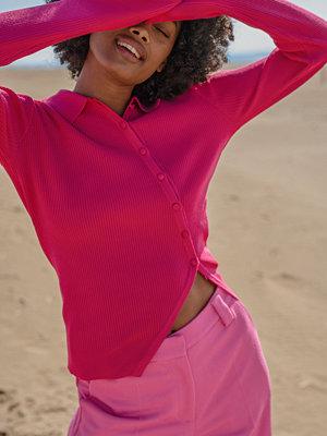 NA-KD Trend Stickad Kofta Med Diagonal Knäppning rosa