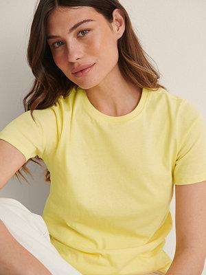 NA-KD Basic T-Shirt I Ekologisk Bomull Med Rund Hals gul
