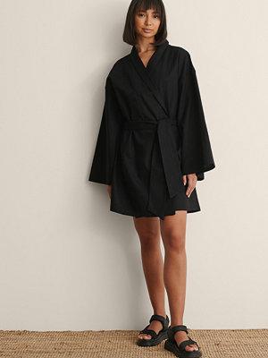 Claire Rose x NA-KD Miniklänning I Linneblandning svart