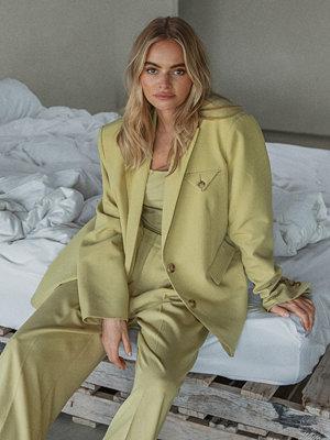 Claire Rose x NA-KD Oversize Kostymbyxor grön omönstrade
