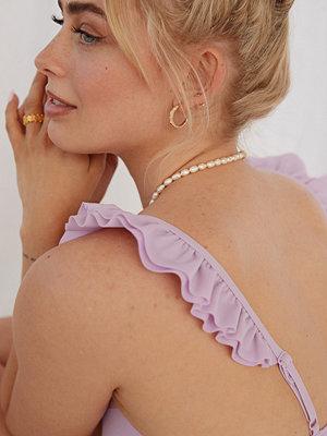 Melissa Bentsen x NA-KD Recycled Bikinitopp Med Volangdetalj lila