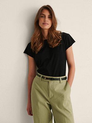 NA-KD Ekologisk T-Shirt Med Rå Kant svart