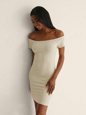 NA-KD Basic Recycled Off shoulder Ribbed Dress beige