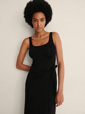 NA-KD Trend Midklänning Med Knyt I Midjan svart
