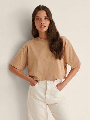 NA-KD Basic Ekologisk Croppad Oversized T-Shirt Med Rund Halsringning beige