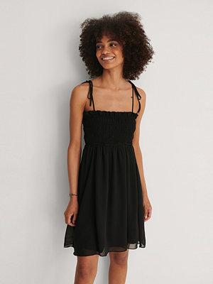 Trendyol Miniklänning Med Volanger svart