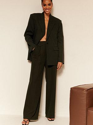 Oumayma x NA-KD svarta byxor Kostymbyxa Med Fickor svart