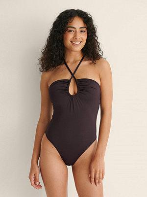 NA-KD Swimwear Återvunnen Halterneckbaddräkt Med Dragsko brun