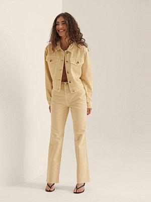 NA-KD Ekologiska Färgade Raka Jeans Med Hög Midja gul