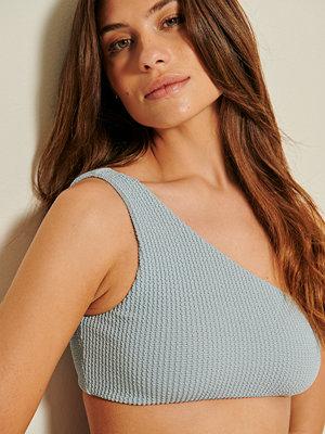 Mathilde Gøhler x NA-KD Recycled Bikinitopp Med En Axel blå