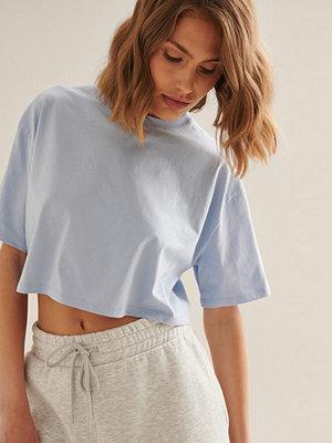 NA-KD Basic Ekologisk Croppad Oversized T-Shirt Med Rund Halsringning blå