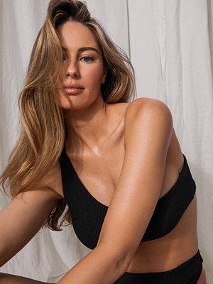 Mathilde Gøhler x NA-KD Recycled Bikinitopp Med En Axel svart