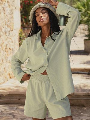 Amaka Hamelijnck x NA-KD Oversized Skjorta Med En Linnekänsla grön