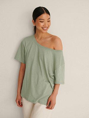NA-KD Ekologisk T-Shirt Med En Axel grön