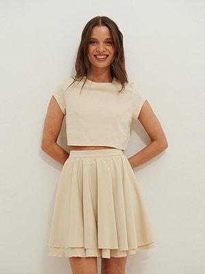 Anika Teller x NA-KD Ekologisk Croppad Jersey-topp beige