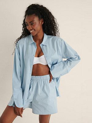 Mimi A.R x NA-KD Oversize Bomullskjorta blå