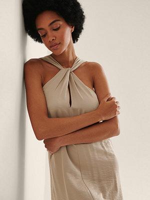 NA-KD Trend Miniklänning I Halterneckmodell beige