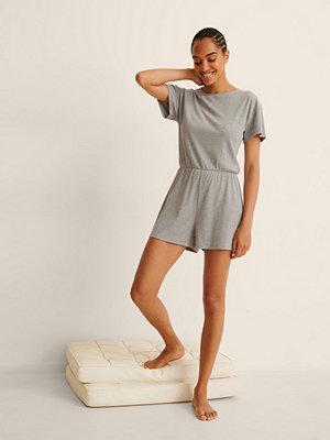 NA-KD Lingerie Återvunnen Playsuit-Pyjamas I Mjuk Ribbstickning grå