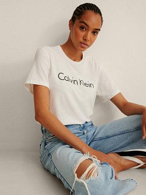 Calvin Klein Reconsidered Tee vit