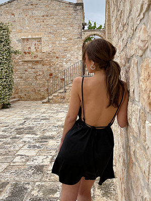 Mimi A.R x NA-KD Miniklänning Med En Öppen Ryggdesign svart