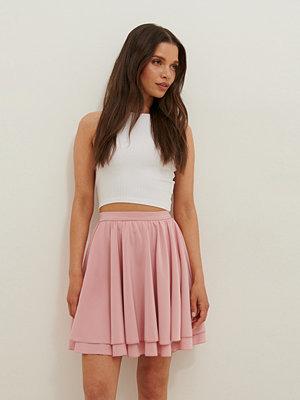 Anika Teller x NA-KD Vid Minikjol rosa