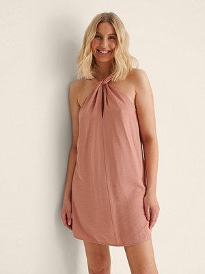 NA-KD Trend Miniklänning I Halterneckmodell rosa