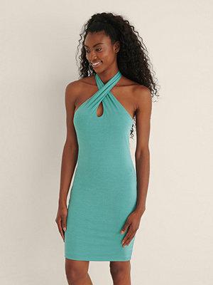 NA-KD Party Recycled Halterneck-klänning Nyckelhålsringning blå