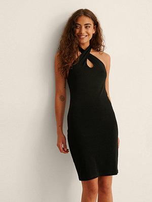 NA-KD Party Recycled Halterneck-klänning Nyckelhålsringning svart