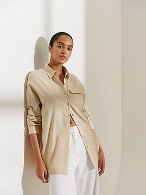 Curated Styles Oversize Skjorta beige