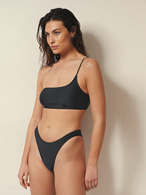 Josefine HJ x NA-KD Recycled Bikinitrosa Med Hög Benskärning svart
