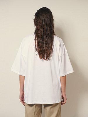Josefine HJ x NA-KD Ekologisk Boxig T-shirt I Kraftig Bomull vit