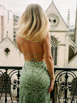 Festklänningar - Chloé Monchamp x NA-KD Draperad Klänning Med Slits Fram grön