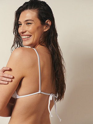 Josefine HJ x NA-KD Recycled Bas-bikinitopp vit