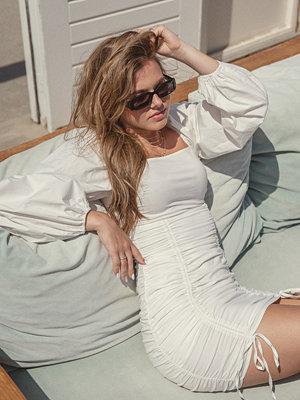 Nina Houston x NA-KD Miniklänning Med Dragsko vit